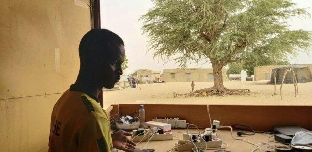 Bienvenue à la «boutique» d'Al Ngourane, où l'on recharge son portable grâce au soleil